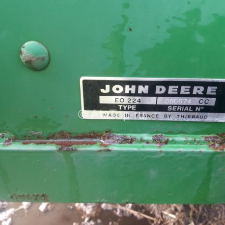 john-deere-224-2-8