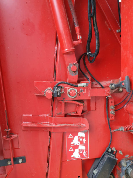 new-holland-br740-30