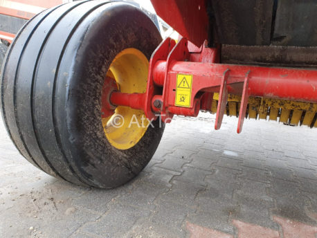 new-holland-br740-5
