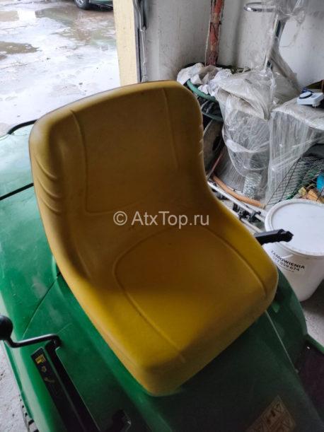 traktor-gazonokosilka-john-deere-lr-135-4